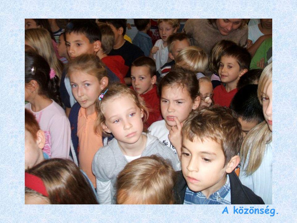 A közönség.