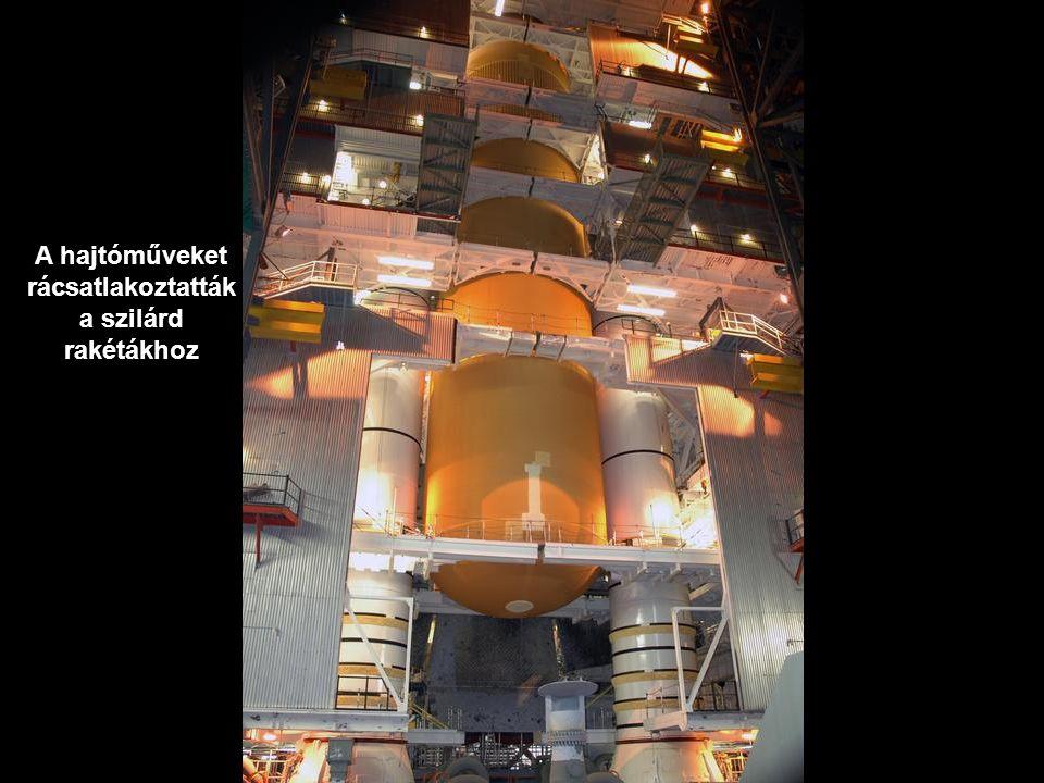 A hajtóműveket rácsatlakoztatták a szilárd rakétákhoz