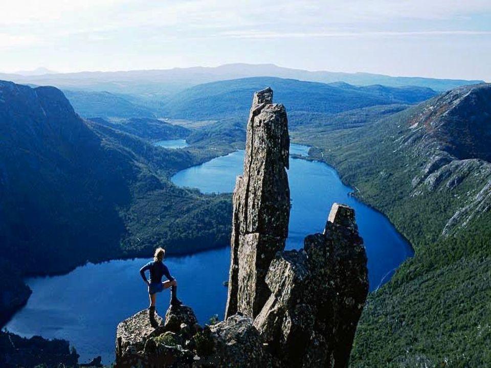 Tasmániának huszonkét védett területe van: vadrezervátumok, régészeti leletek helyei és nemzeti parkok.
