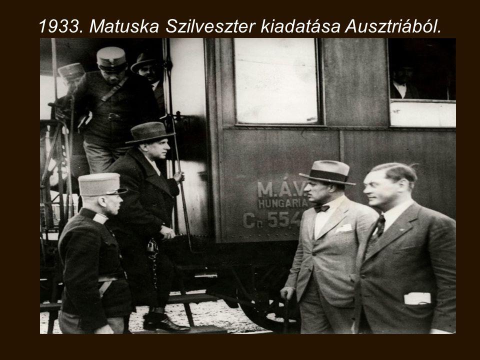 1929. Hódmezővásárhelyi álarcosbál. József Attila zulu nőnek öltözve(balról), Makai Ödön (sógora és gyámja), József Jolán és Etel (testvérei jobbról).