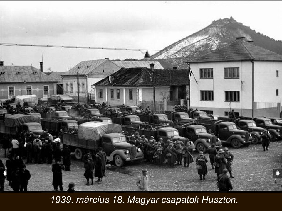 Az emlékművet 1937. október 10-én, ünnepélyes flottaparádé keretében avatták fel a Petőfi híd (akkor Horthy Miklós híd) budai parti pillérének északi