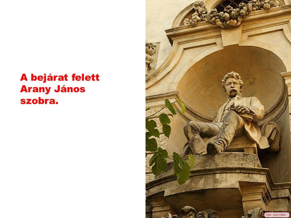 Az itt látható emlékkiállítást Arany János fia hozta létre.