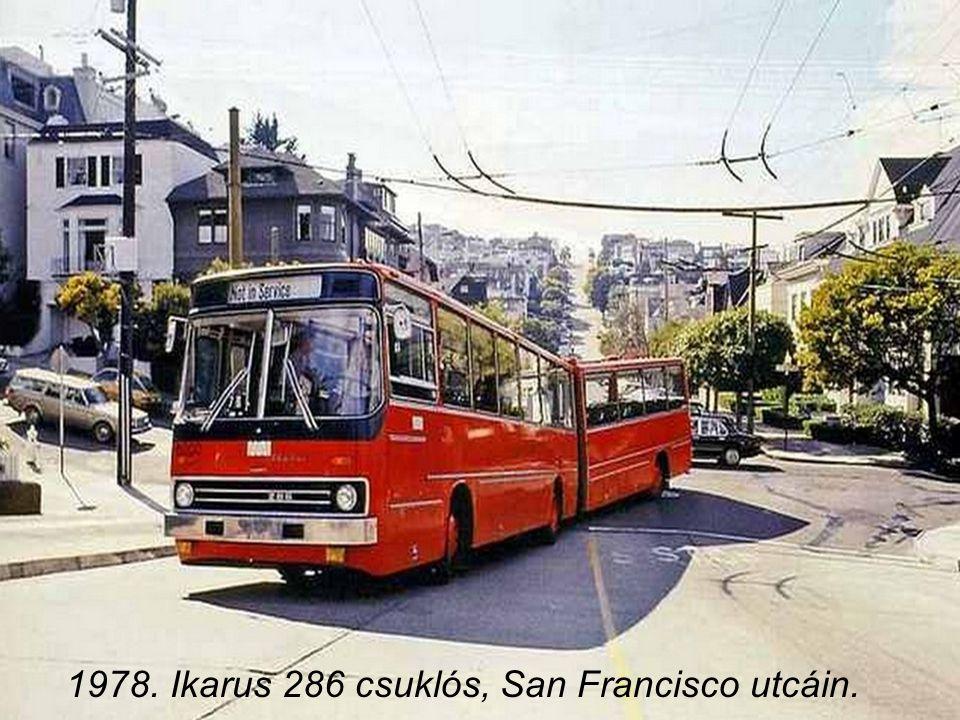 1976. Lázár György, a Minisztertanács elnöke felavatja az új 3-as metróvonalat, Jobbról Szépvölgyi Zoltán, a Fővárosi Tanács elnöke, kettőjük között h
