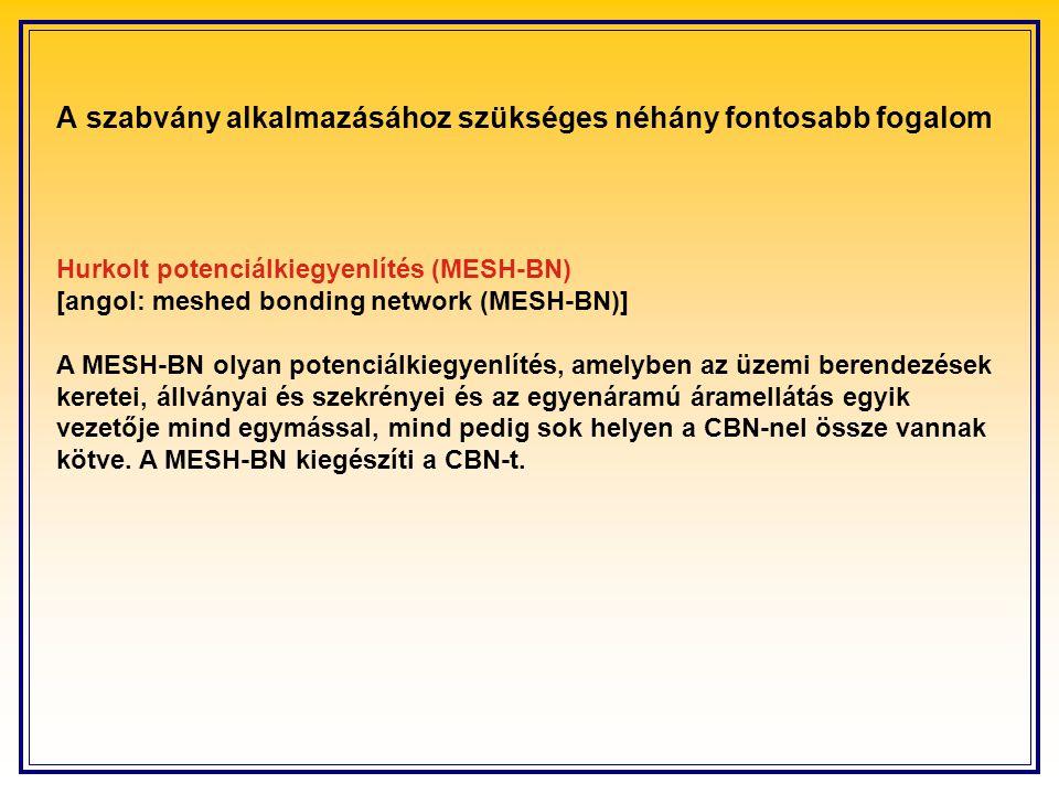 Hurkolt potenciálkiegyenlítés (MESH ‑ BN) [angol: meshed bonding network (MESH ‑ BN)] A MESH-BN olyan potenciálkiegyenlítés, amelyben az üzemi berendezések keretei, állványai és szekrényei és az egyenáramú áramellátás egyik vezetője mind egymással, mind pedig sok helyen a CBN-nel össze vannak kötve.