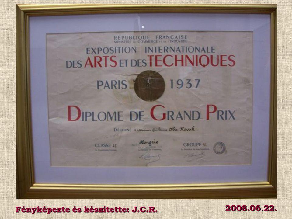 Az 1937 - es párizsi világkiállítás magyar pavilonjának grandiózus főtermének falait egykor Aba - Novák monumentális freskói, a francia - magyar kapcsolatokat bemutató falikép hatalmas pannói díszítették.
