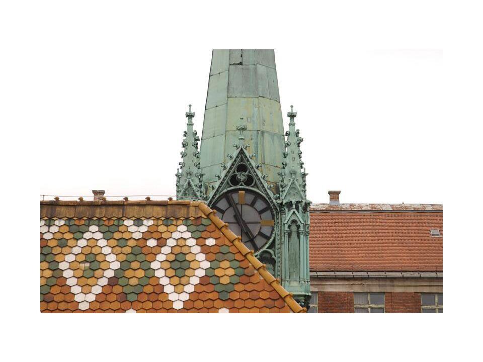 A Páholy és a Csarnok rovatok szolgálnak az új épületek, munkák bemutatására.