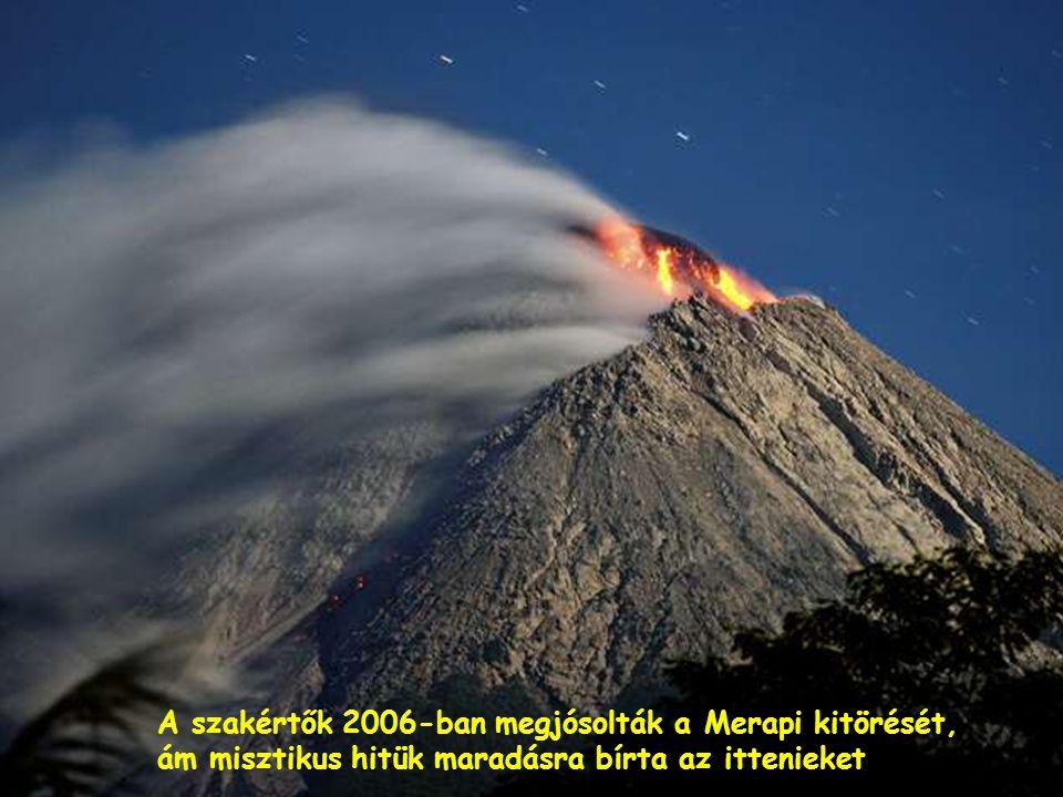Füstokádó vulkánok – a Bromo (balra) és a Semeru (a háttérben)-Indonezia