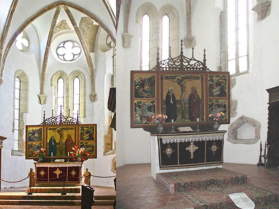 A legértékesebb a templomban a szárnyas oltárkép, amelynek készítési idejét 1450 körül datálják. A központi kép, a keresztre feszítést ábrázolja, az o