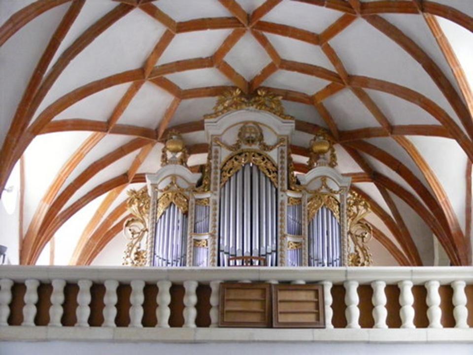 1512 - 1515 a templomot átépítik, a nyugati szárnyat bővitetik, és befedték egy kupolával.