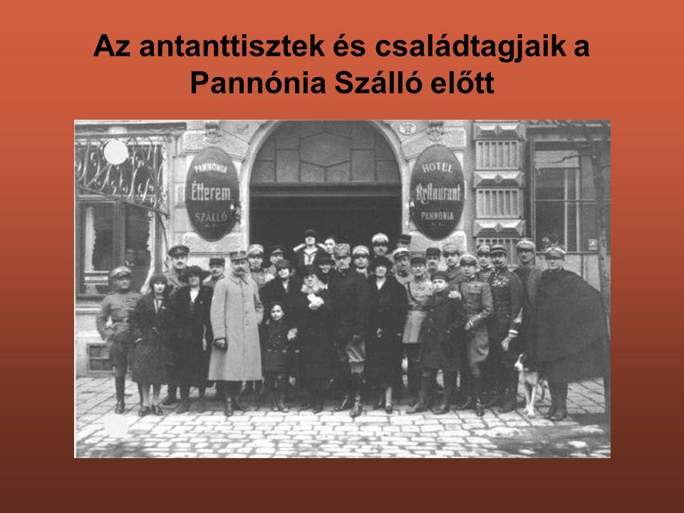 Az antanttisztek és családtagjaik a Pannónia Szálló előtt
