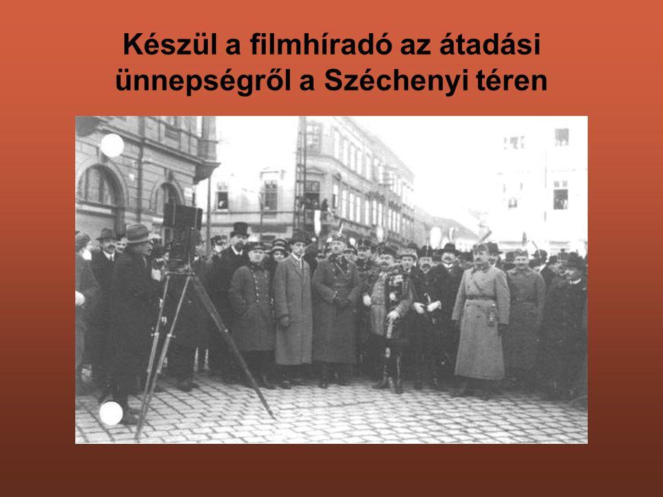 Készül a filmhíradó az átadási ünnepségről a Széchenyi téren