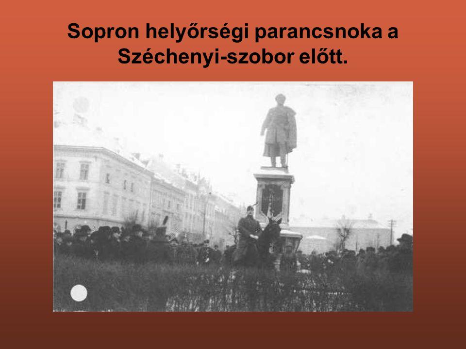 Sopron helyőrségi parancsnoka a Széchenyi-szobor előtt.