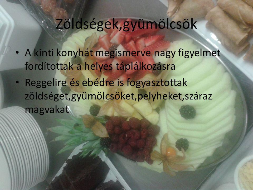 Zöldségek,gyümölcsök A kinti konyhát megismerve nagy figyelmet fordítottak a helyes táplálkozásra Reggelire és ebédre is fogyasztottak zöldséget,gyümölcsöket,pelyheket,száraz magvakat