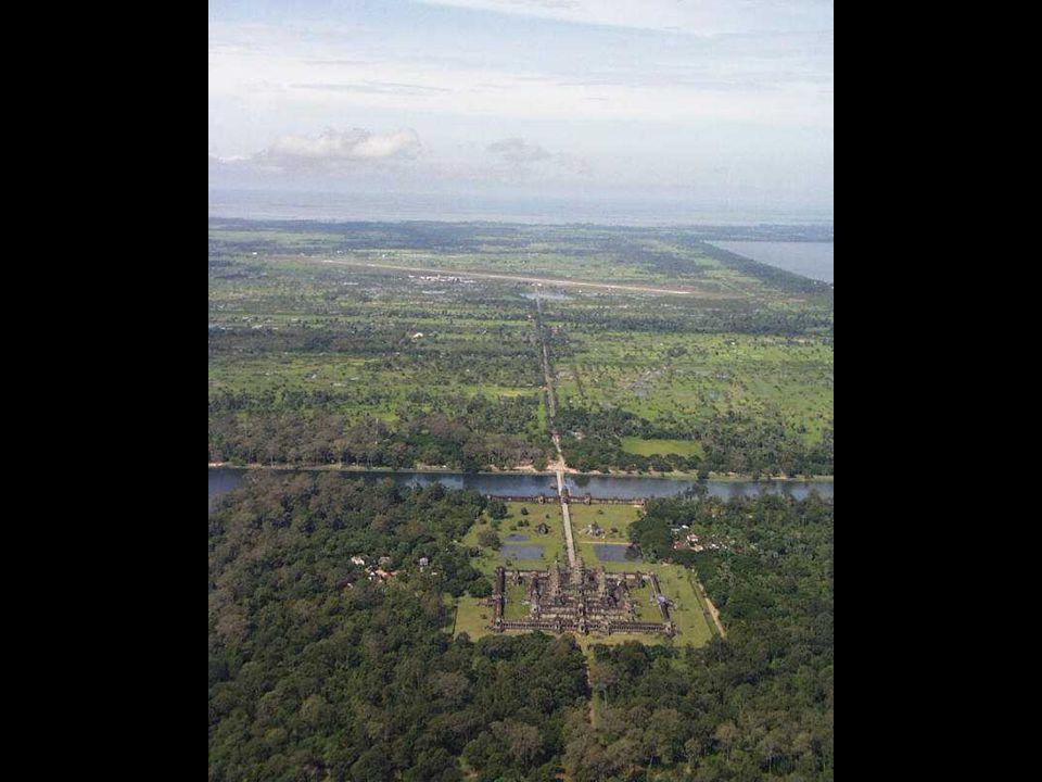 A khmerek új fővárost alapítottak a délebbre fekvő mai főváros, Phnompen közelében, az őserdő pedig lassan benőtte, elrejtette az épületeket, és a vár