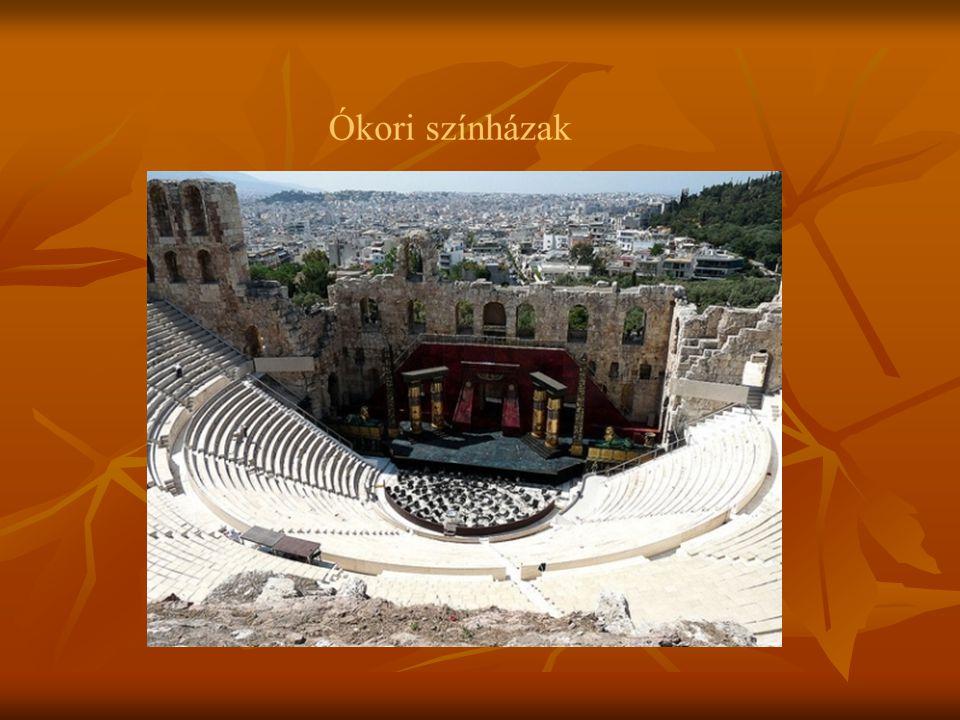 """A """"színpad eredetileg kör alakú volt, amelyet rendszerint egy domb oldalánál, vagy lábánál helyeztek el."""