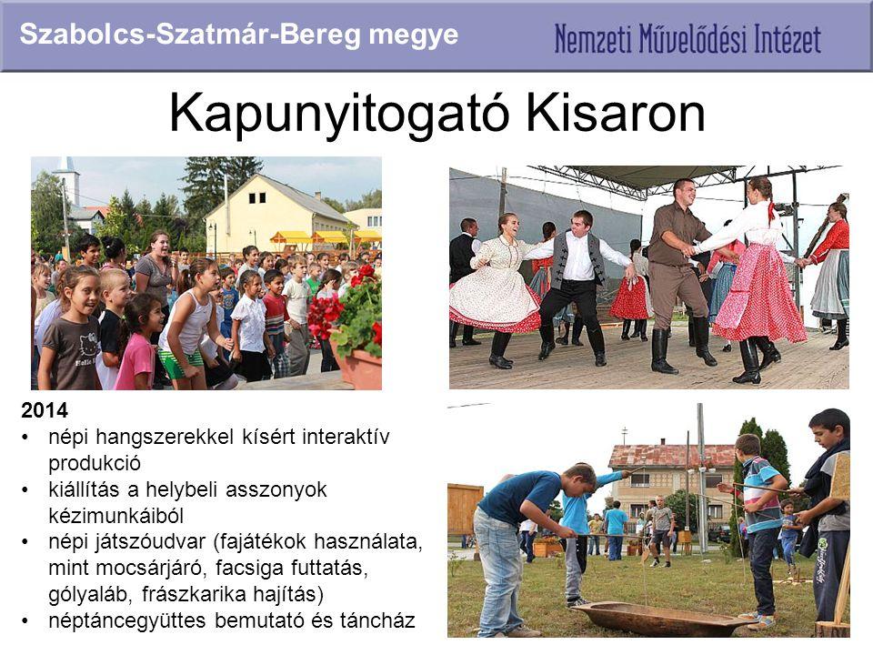 Kapunyitogató Kisaron Szabolcs-Szatmár-Bereg megye 2014 népi hangszerekkel kísért interaktív produkció kiállítás a helybeli asszonyok kézimunkáiból né