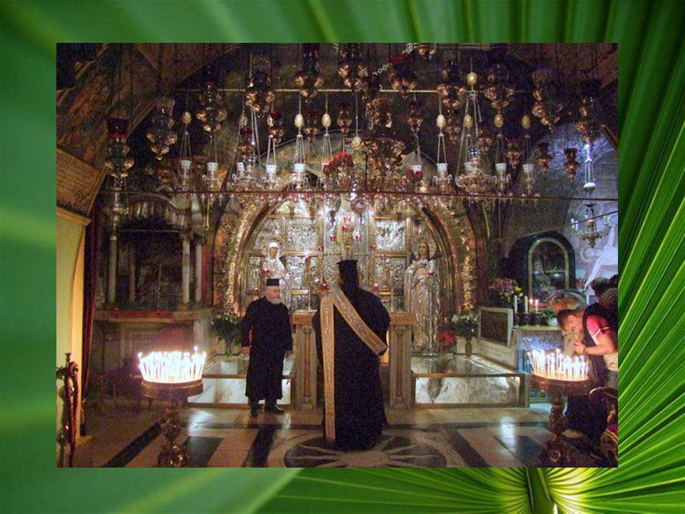 A Szent Sír Bazilika: Az utolsó négy stációt a Szent Sír Bazilikában találjuk, amely öt templomból álló épületegyüttes. Belépéskor, rögtön X. Stációt,