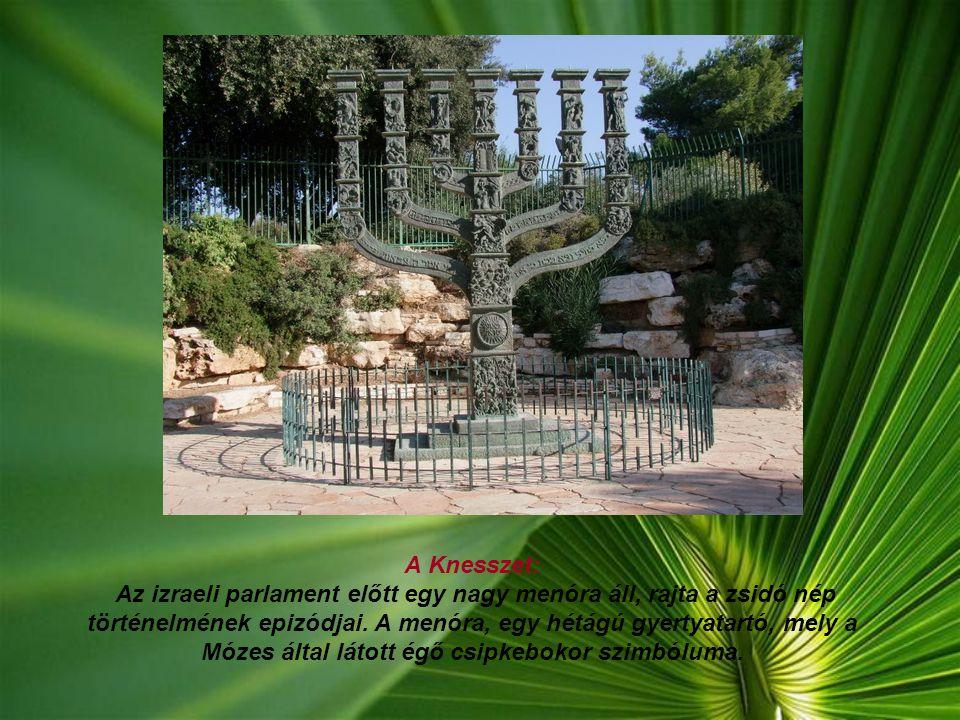 A Siratófal: A Nyugati Fal, más néven Siratófal a zsidóság egyik legszentebb helye, a