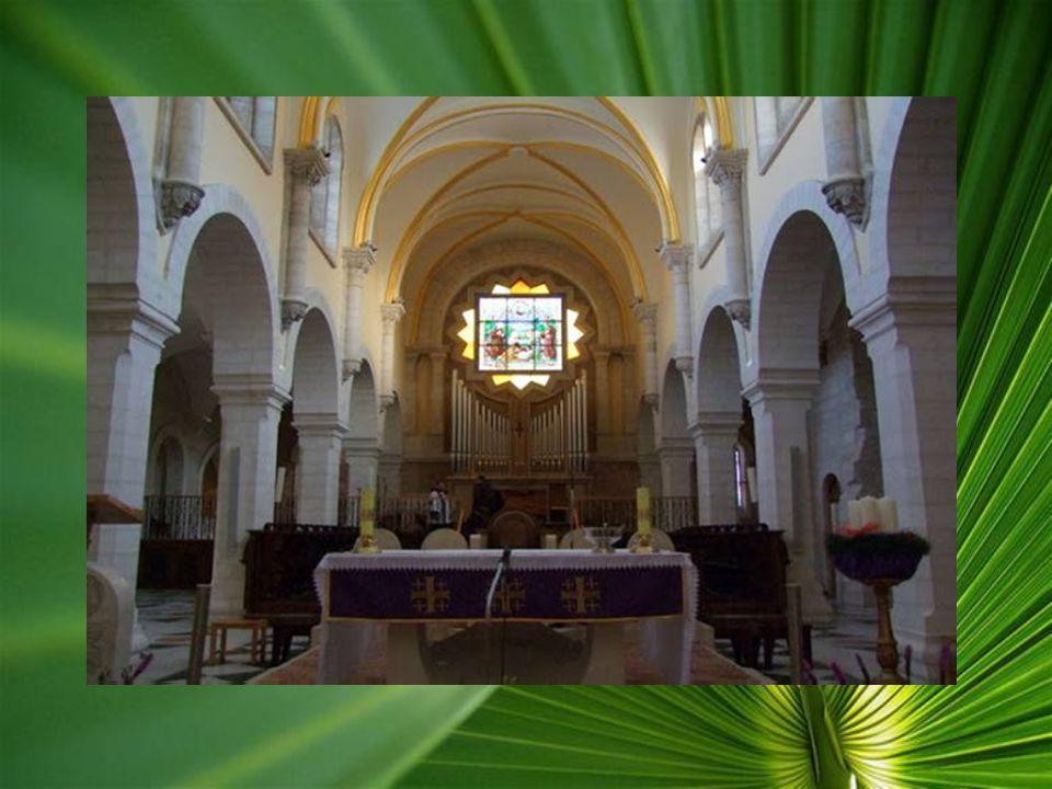 Betlehemben, a Születés templomában, három karácsonyt is ünnepelnek a különböző vallások miatt, de rendeznek itt esküvőket, keresztelőket és temetések