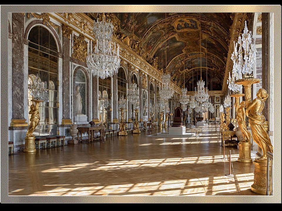 A palota által ihletett dekorációjú vonattal Versaillesbe