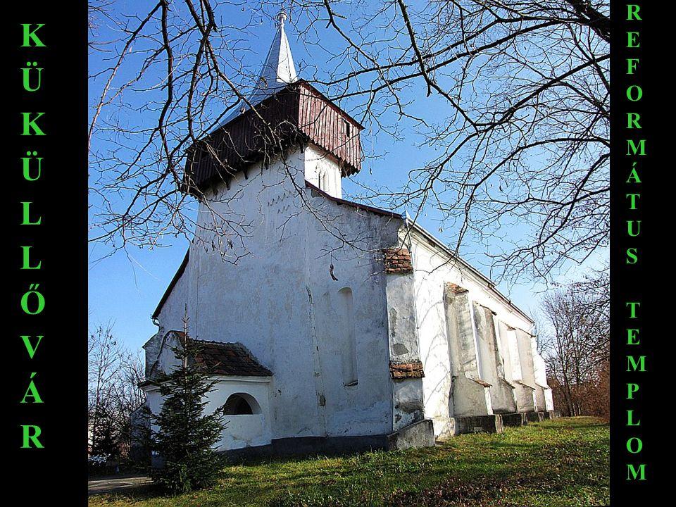 Amikor Bethlen Miklós áttér a katolikus hitre, a kastély dombján szép kis kápolnát építtet 1760–1769 között.