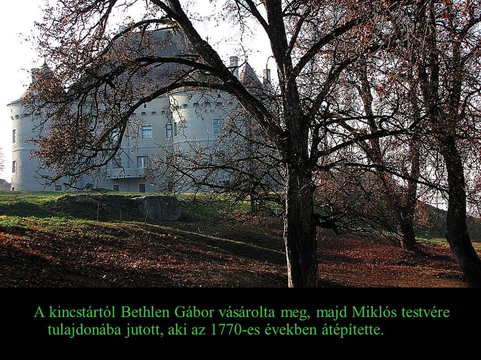 Mai kései reneszánsz formájú vára a XVI. században épült, 1570 és 1580 közt átépítették