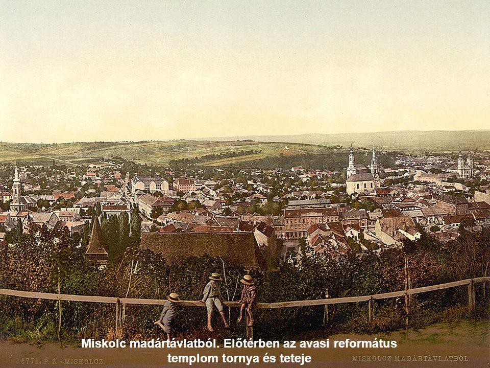 Debrecen, Fő utca. Az egykori Piac utca, háttérben a református templommal.
