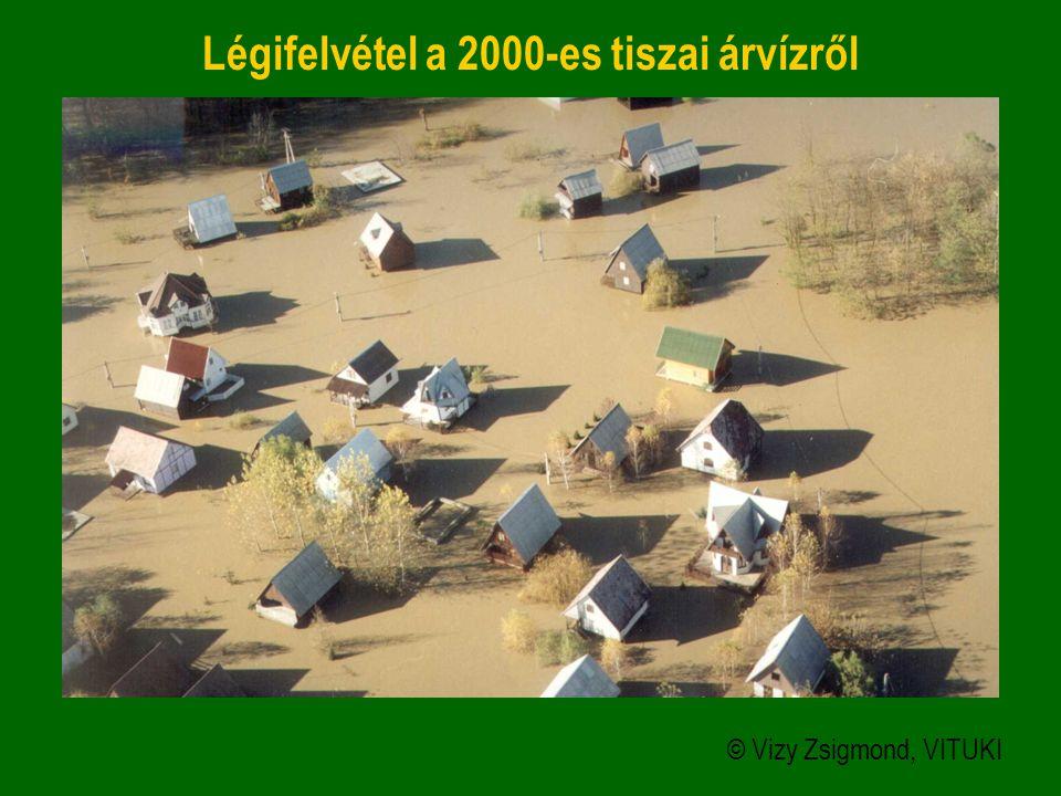 Légifelvétel a 2000-es tiszai árvízről © Vizy Zsigmond, VITUKI