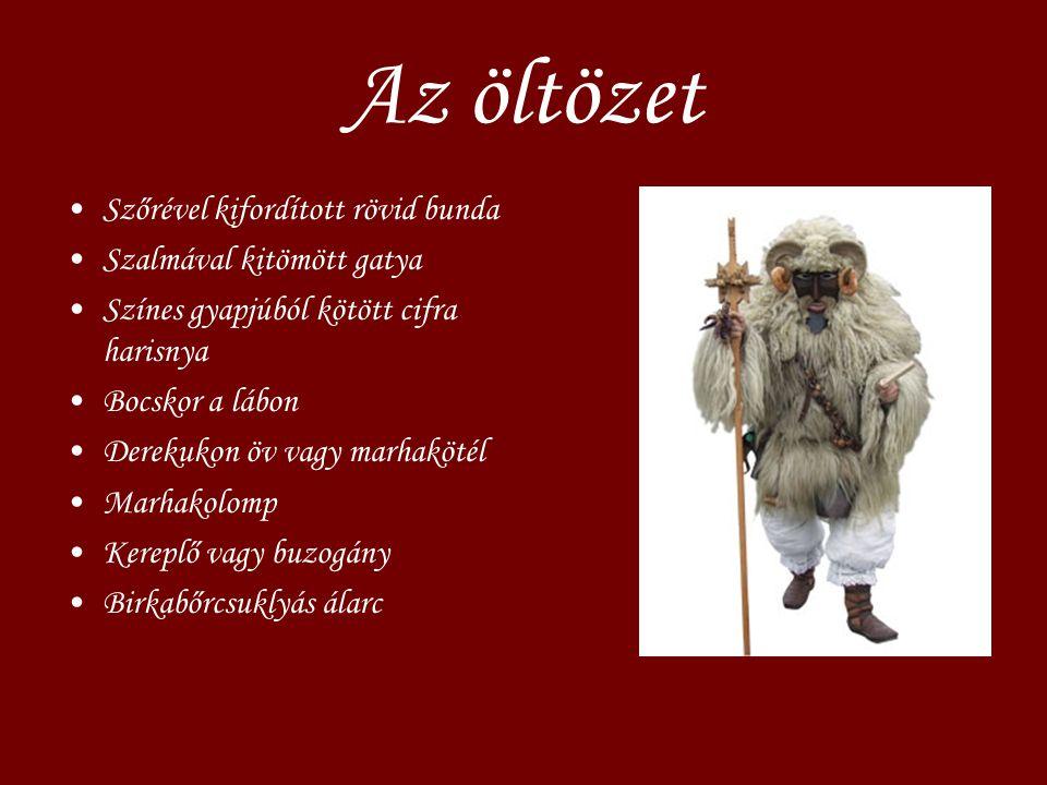 Az öltözet Szőrével kifordított rövid bunda Szalmával kitömött gatya Színes gyapjúból kötött cifra harisnya Bocskor a lábon Derekukon öv vagy marhaköt