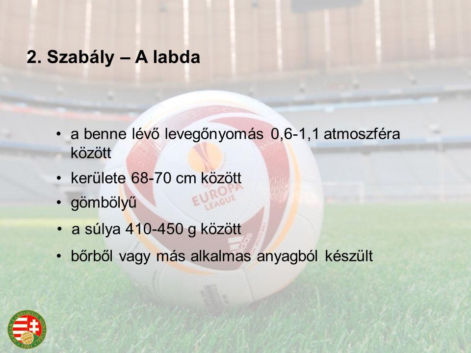 2. Szabály – A labda gömbölyű bőrből vagy más alkalmas anyagból készült kerülete 68-70 cm között a súlya 410-450 g között a benne lévő levegőnyomás 0,