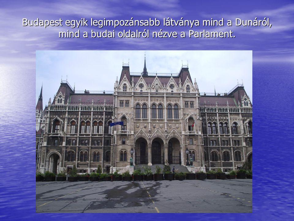 Budapest egyik legimpozánsabb látványa mind a Dunáról, mind a budai oldalról nézve a Parlament.