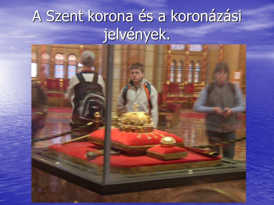 Képek a Parlament belső teréről.Jól látszanak a különböző, elsősorban gótikus stílusjegyek.