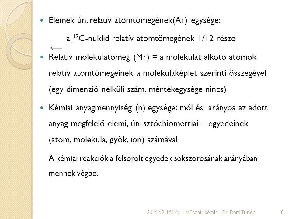 Elemek ún. relatív atomtömegének(Ar) egysége: a 12 C-nuklid relatív atomtömegének 1/12 része Relatív molekulatömeg (Mr) = a molekulát alkotó atomok re