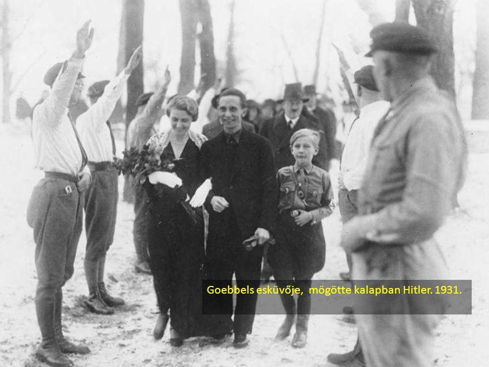 Goebbels esküvője, mögötte kalapban Hitler. 1931.