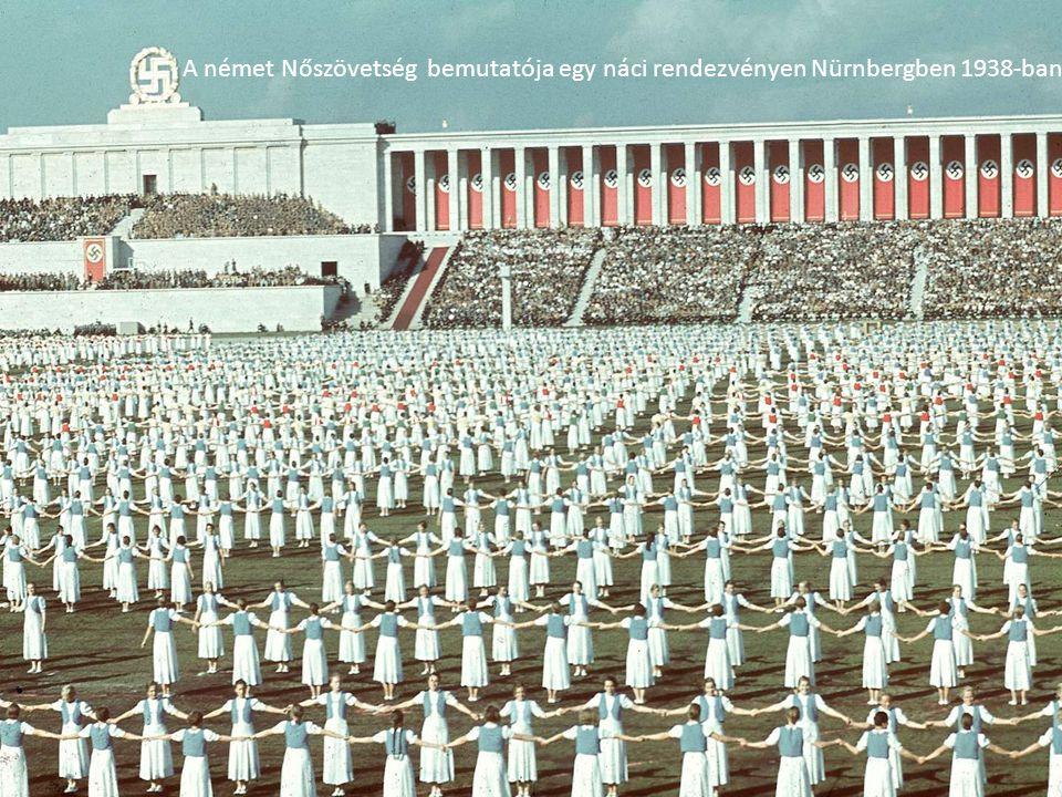A német Nőszövetség bemutatója egy náci rendezvényen Nürnbergben 1938-ban