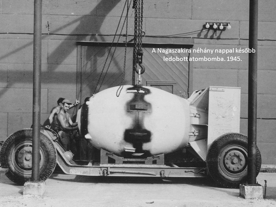A Nagaszakira néhány nappal később ledobott atombomba. 1945.