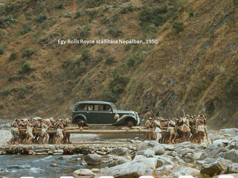 Egy Rolls Royce szállítása Nepálban,.1950.