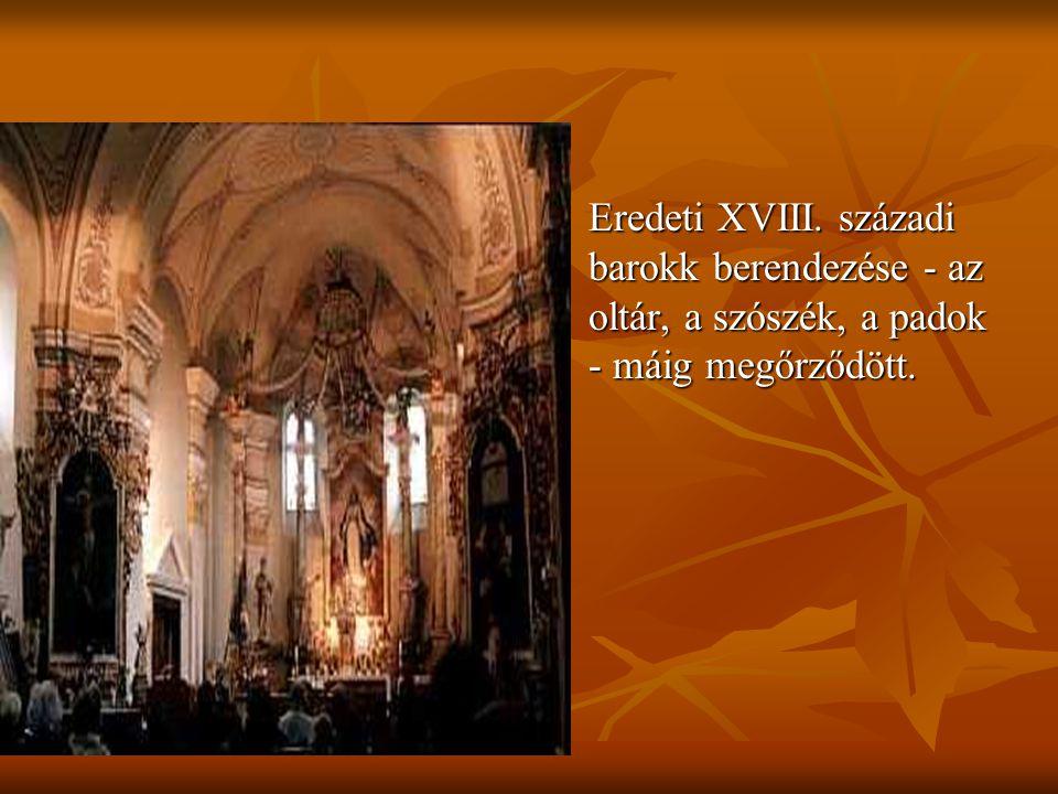 Eredeti XVIII. századi barokk berendezése - az oltár, a szószék, a padok - máig megőrződött.