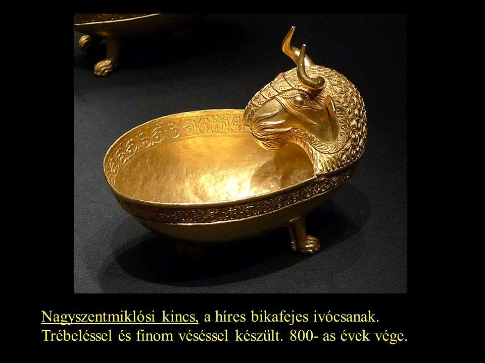 Nagyszentmiklósi kincs, a híres bikafejes ivócsanak. Trébeléssel és finom véséssel készült. 800- as évek vége.