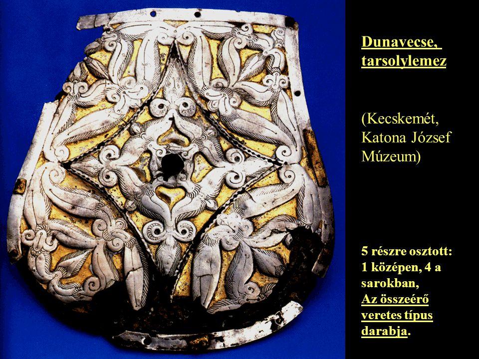 Dunavecse, tarsolylemez (Kecskemét, Katona József Múzeum) 5 részre osztott: 1 középen, 4 a sarokban, Az összeérő veretes típus darabja.