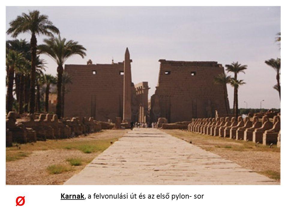 Karnak, a felvonulási út és az első pylon- sor Ø