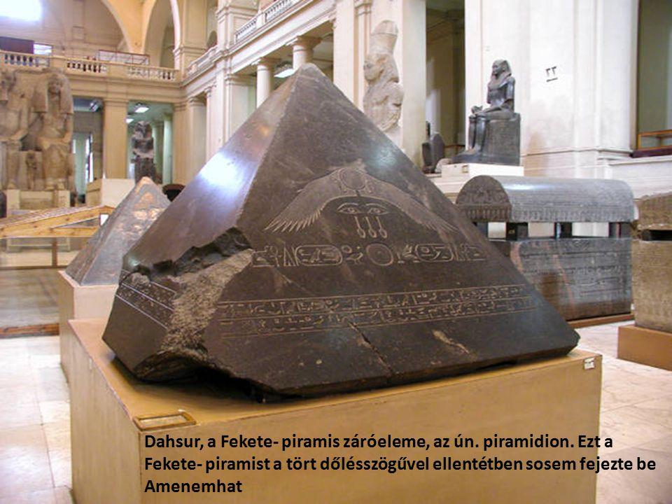 Dahsur, a Fekete- piramis záróeleme, az ún. piramidion. Ezt a Fekete- piramist a tört dőlésszögűvel ellentétben sosem fejezte be Amenemhat