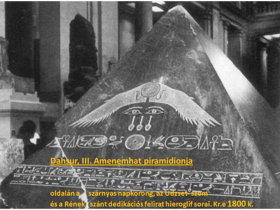 Dahsur, III. Amenemhat piramidionja oldalán a szárnyas napkorong, az Udzset- szem és a Rének szánt dedikációs felirat hieroglif sorai. Kr.e 1800 k.