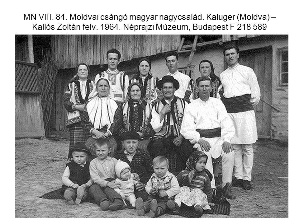 MN VIII. 84. Moldvai csángó magyar nagycsalád. Kaluger (Moldva) – Kallós Zoltán felv. 1964. Néprajzi Múzeum, Budapest F 218 589