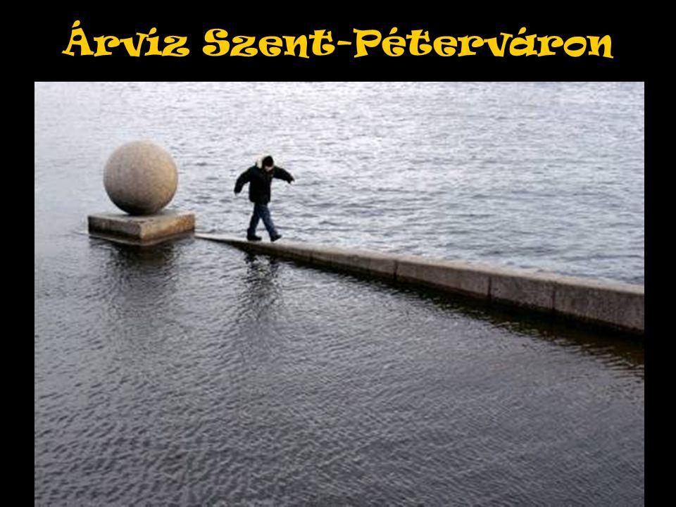 Árvíz Szent-Péterváron À revoir pour mettre une grande ou deux petites