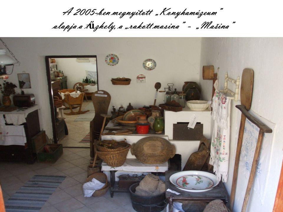 """A 2005-ben megnyitott """"Konyhamúzeum alapja a t ű zhely, a """"rakott masina - """"Mašina"""