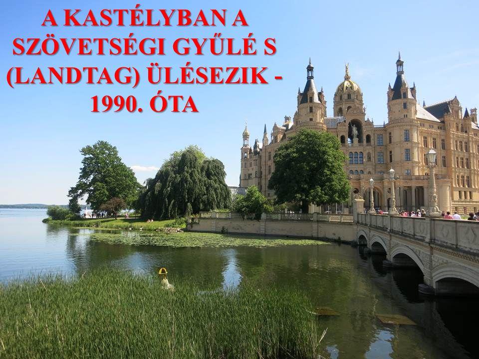 A KASTÉLYBAN A SZÖVETSÉGI GYŰLÉ S (LANDTAG) ÜLÉSEZIK - 1990. ÓTA