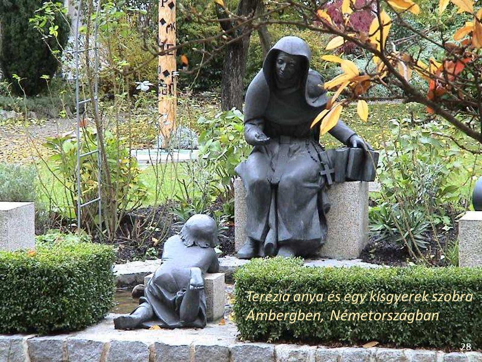 Terézia anya és egy kisgyerek szobra Ambergben, Németországban 28