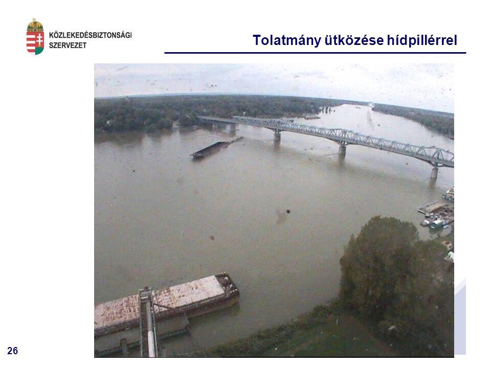 26 Tolatmány ütközése hídpillérrel