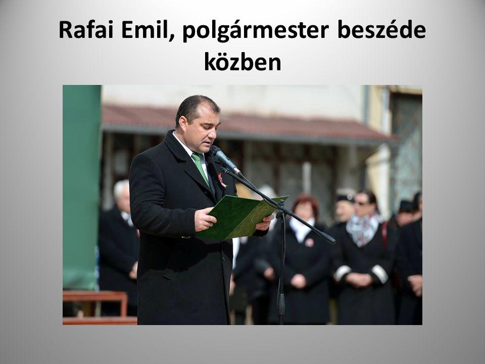 Rafai Emil, polgármester beszéde közben